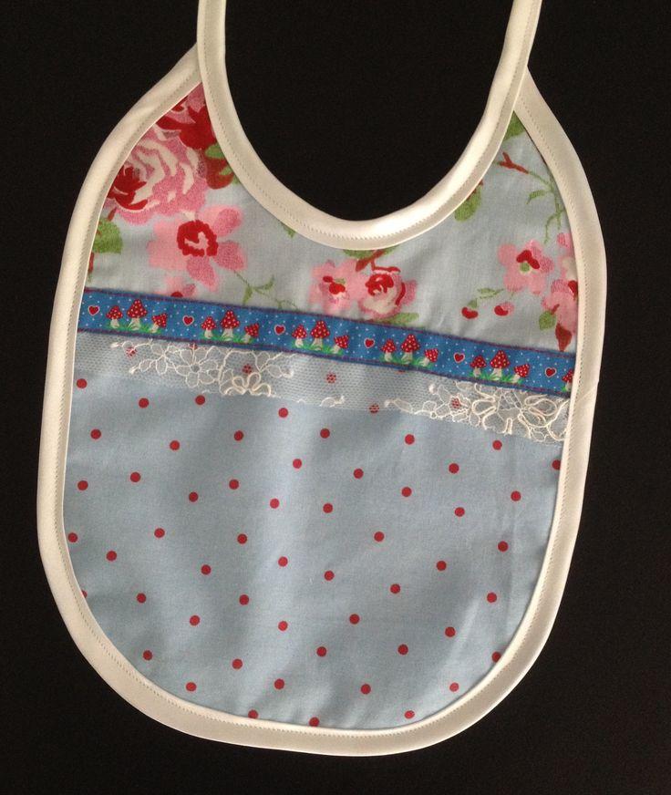 Süßes Lätzchen genäht von Elisabeth, nach meinem kostenlosen Schnittmuster: http://www.kreativlaborberlin.de/naehanleitungen-schnittmuster/suesse-baby-laetzchen-in-3-varianten/