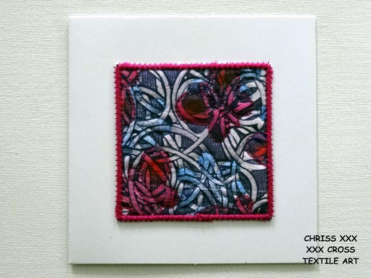 Kunstkaart / Mail Art van Kunst per post Afmeting kaart: 13x13cm (bxh) Afmeting kunstwerk: 8x8cm (bxh) Kleur: wit - blauw - roze