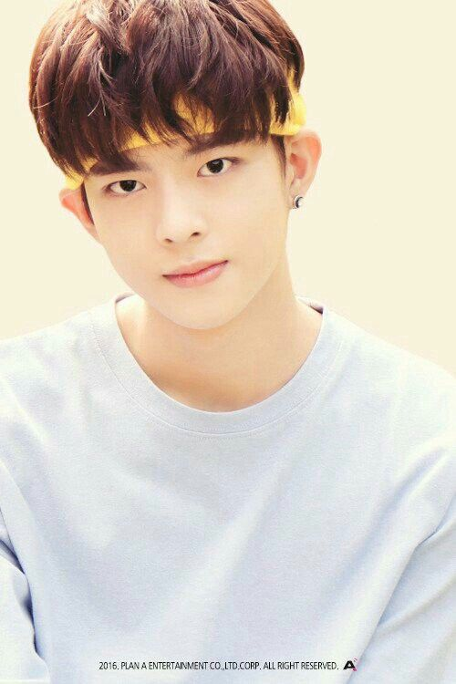 Name:Jung Subin (정수빈)  Birthday:April 5th,1999  Height:175cm  Weight:61kg