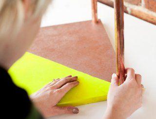 Une table basse en bois et tubes de cuivre - Marie Claire Idées