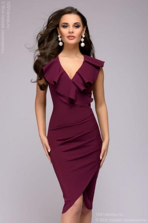 d7c105251b7d293 фото Платье-футляр ягодного цвета без рукавов с запахом и воланом ...