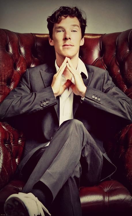 This is the REAL Sherlock right here, ladies and gentlemen! He's doing that thing with his hands!!! Holmes always does that in the original stories!! *swoon*...hes' the perfect young S.H., isn't he? <3