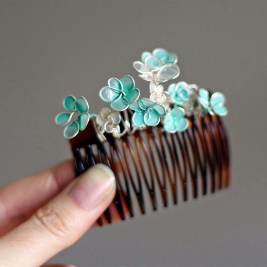 It's easy it make this delicate flower comb - with wire and nail polish!