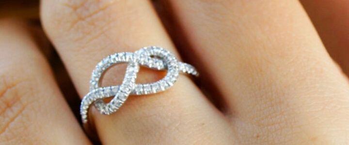 Anéis de compromisso de prata - 4 estilos para presentear o seu par!