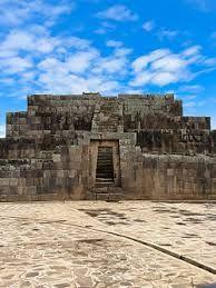 211 – (1539 – 9 de Enero) Francisco Pizarro funda la ciudad peruana de Ayacucho, con el nombre de San Juan de la Frontera.