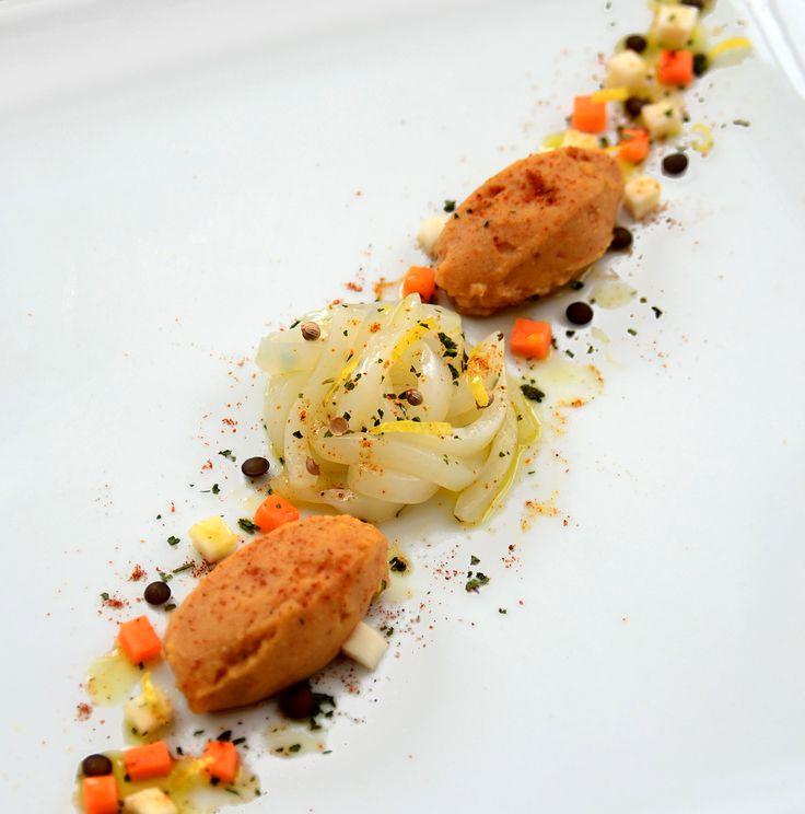 """Grazie a Cristina Galliti """"Poveri ma belli e buoni"""" per la sua ricetta: Hummus di lenticchie rosse alla paprika,julienne di calamari al coriandolo e brunoise di verdure croccanti!  http://poverimabelliebuoni.blogspot.it/2014/12/calamari-e-lenticchie-per-il-contest-di.html"""