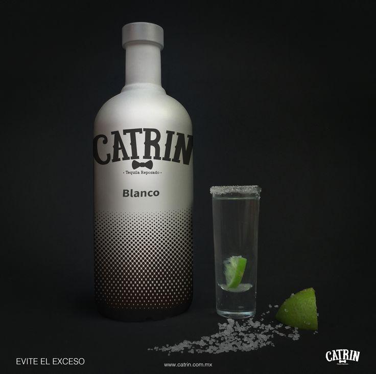 Simulación de un producto, Botella de tequila blanco, nombre hecho con en lettering.