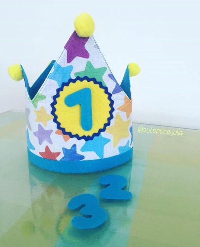 Un añito ya ha cumplido JAVIER🍭 Y ayer en su fiesta Lucio esta preciosa corona... 👑10€