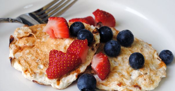 Protein Pancakes:Mix 4 egg whites, ½ cup of rolled oats, ½ cup of low-fat cottage cheese, ⅛ teaspoon of baking powder, and ½ teaspoon of pure vanilla extract. Cook for 60 seconds each side.