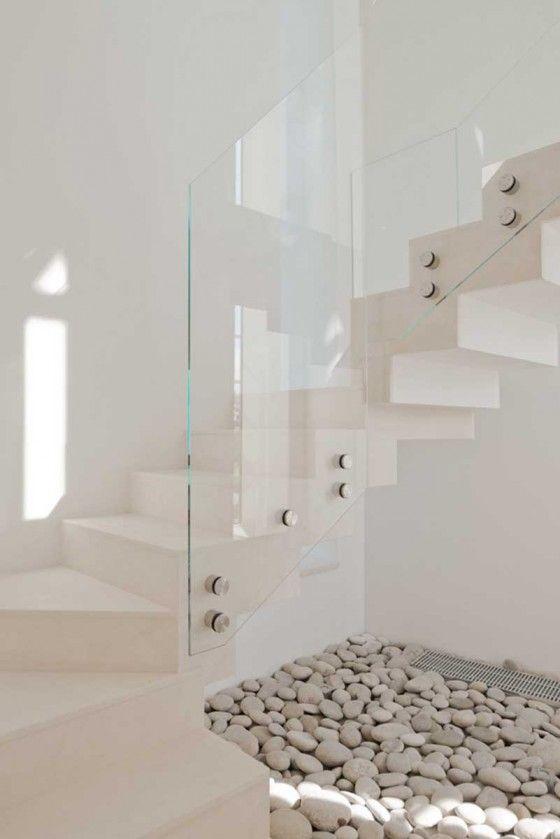 el cristal es una parte esencial para el modernismo de la casa