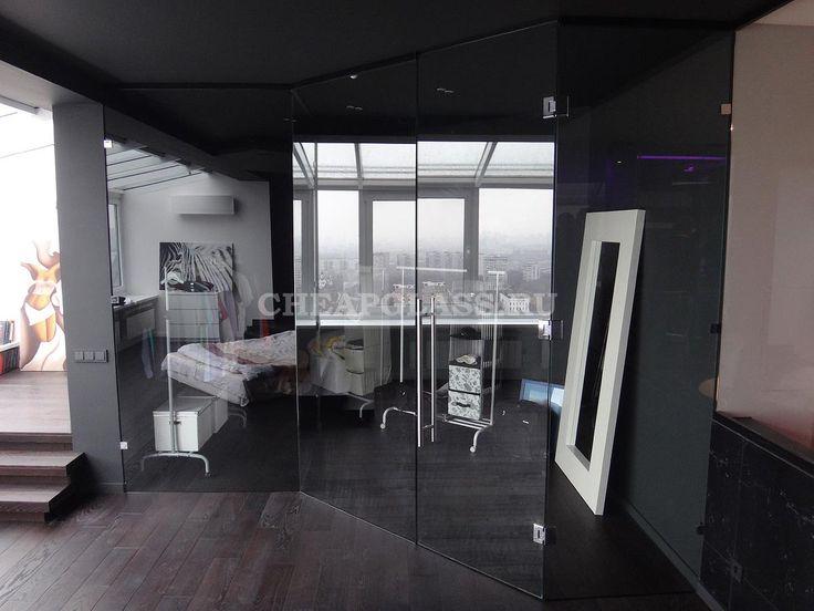 Перегородки и двери из стекла для зонирования квартиры. Glass wall dressing room.