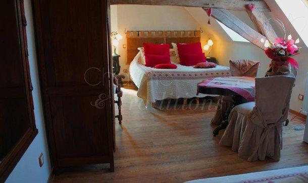 chambre d'hôtes - Aux Logis de la Solre- séjours romantiques et insolites - Ferrière-la-Petite - Chambre du Grenier