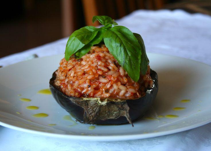 Melanzane ripiene di riso #Melanzane, #MelanzaneConRiso, #MelanzaneRipiene, #Ricette, #Riso http://eat.cudriec.com/?p=5544