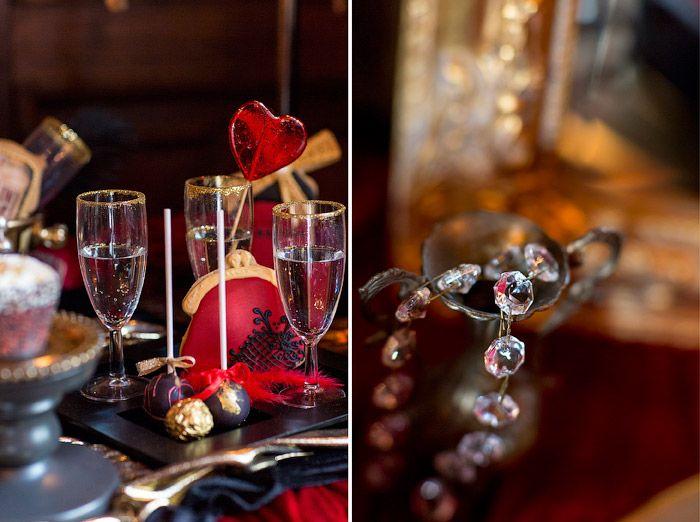 Christina & Eduard Photography: Pariser Hochzeit - inspiriert von Moulin Rouge #Christina_Eduard_Photography #Hochzeitstorte #Wedding_Cake #Moulin_Rouge #Variate_Theater #Torte #Rot_Schwarz