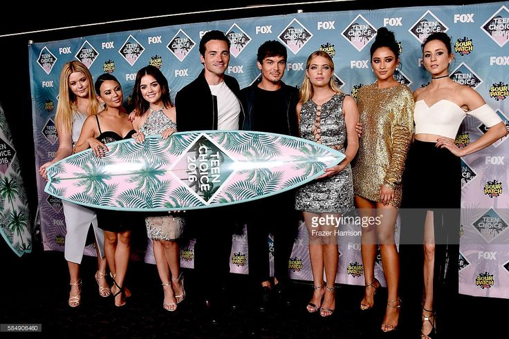 Actors Sasha Pieterse, Janel Parrish, Lucy Hale, Ian Harding, Tyler Blackburn, Ashley Benson, Shay Mitchell and Troian Bellisario pose with the award for Choice TV Show: Drama for 'Pretty Little Liars' in the press room during Teen Choice Awards 2016 at The Forum on July 31, 2016 in Inglewood, California.