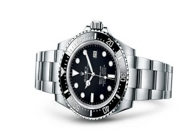 The Sea Dweller 4000  is a fantastic, medium-sized watch for diving fans. It can survive up to 4,000 feet, which makes it perfect for diving fans. The watch is, of course, made out of premium, long-lasting materials that also add to the diving appeal