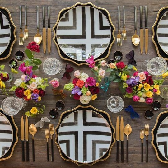 gold and black Summer table by Casa de Perrin