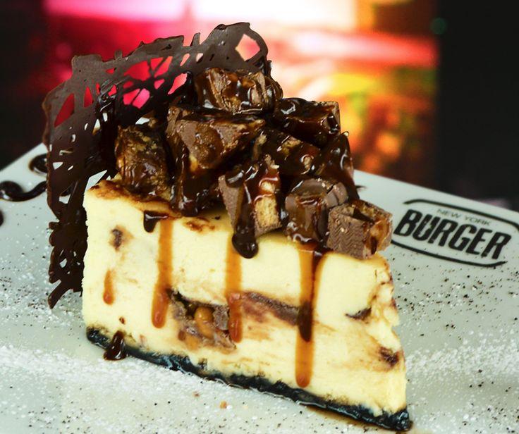 3 Chocolate Cheseecake!  - Cheesecake clásico con deliciosos trozos de sinceres, milkyway y twix!