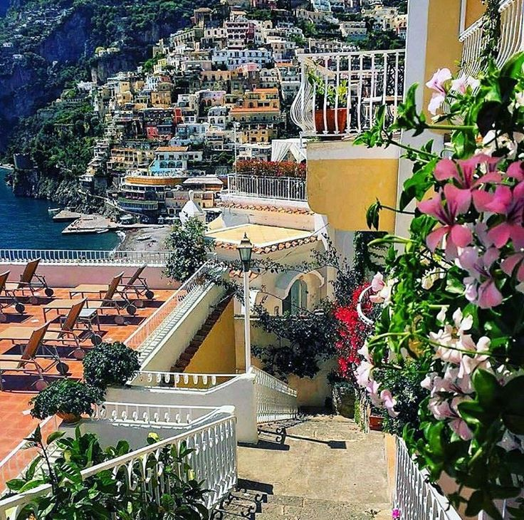 how to get to positano italy from naples