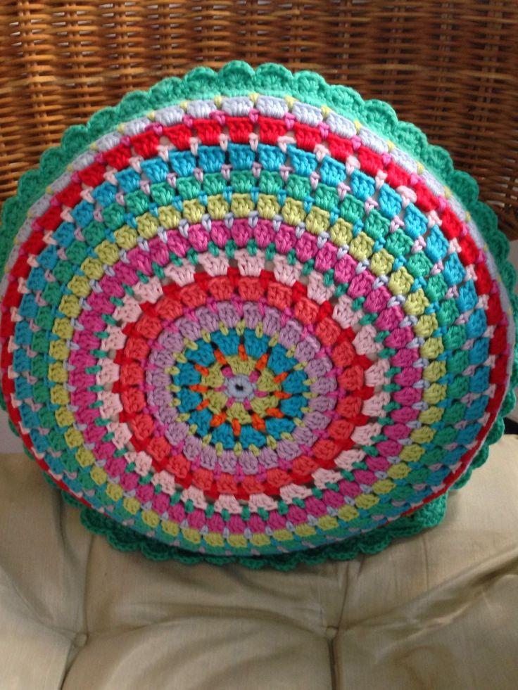 Best 25+ Crochet cushions ideas on Pinterest Crochet pillow, Crochet cushio...