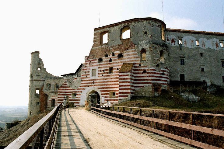 Zamek w Janowcu (1001×667)