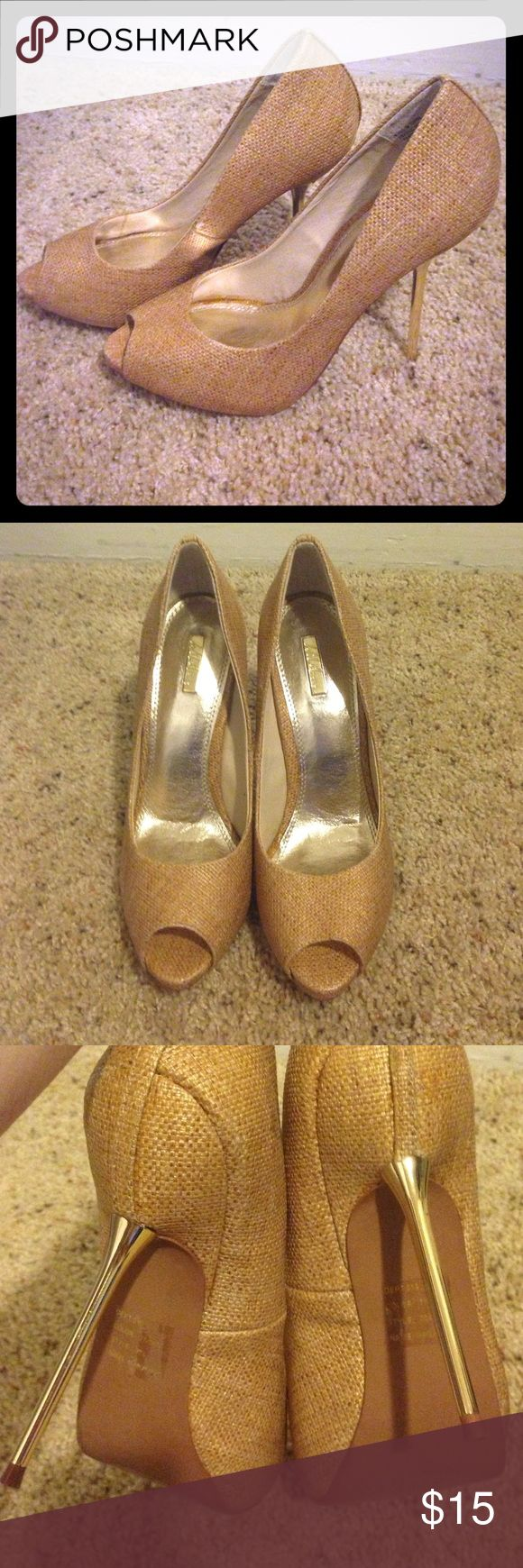 """Sexy woven fabric with gold stilettos! NWOT 8 Incredibly sexy tan woven fabric with shiny gold stilletos! Never worn and in perfect condition! Size 8 with 3.5"""" heel and 1/2"""" platform. Wild Pair Shoes Heels"""