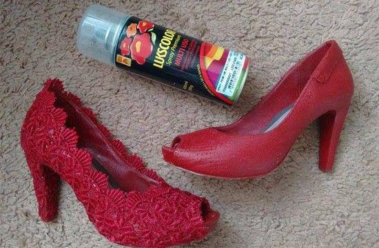 Veja como transformar seus calçados usando renda, eles ficam como novos!