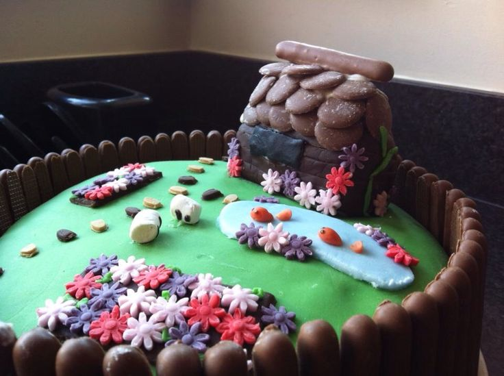 Country garden birthday cake