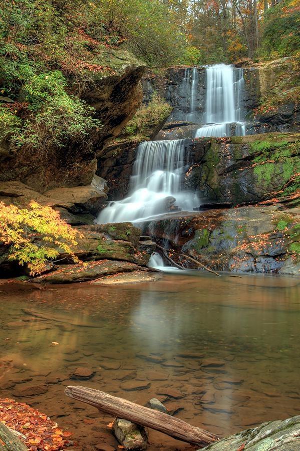 ✮ Little Bradley Falls near Saluda, North Carolina
