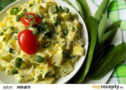 Kedlubnový salát s vejci a medvědím česnekem recept - TopRecepty.cz