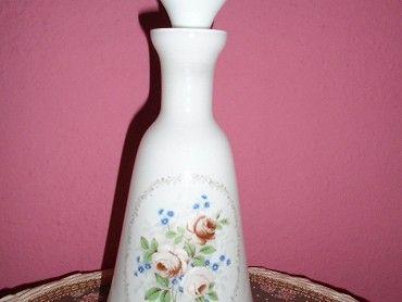 Prodám krásnou karafu z mléčného skla -390
