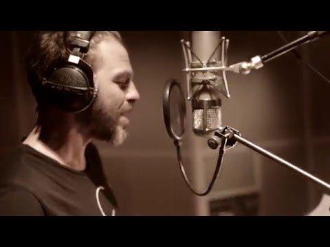 """Après le lancement du premier single """"Il est où le bonheur"""" il y a quelques jours, Christophe Maé dévoile aujourd'hui la pochette de son album """"L'attrape-rêves"""" à paraître le 13 mai. Le single est d'ores et déjà disponible au téléchargement ici : htt..."""