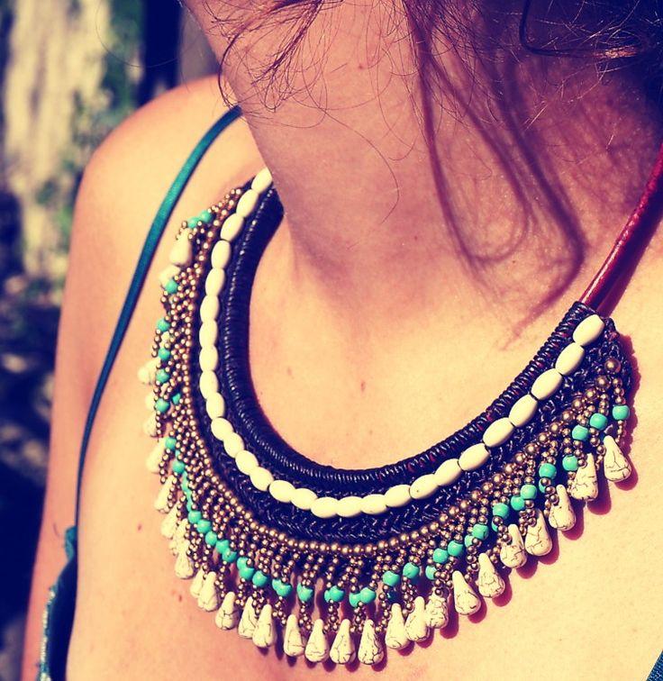 Collier plastron en coton ciré marron, perles dorées et pierres blanches et bleues (turquoises) <3 https://www.etsy.com/listing/230879714/collier-bleu-eu-blanc-tisse-main?ref=shop_home_active_12