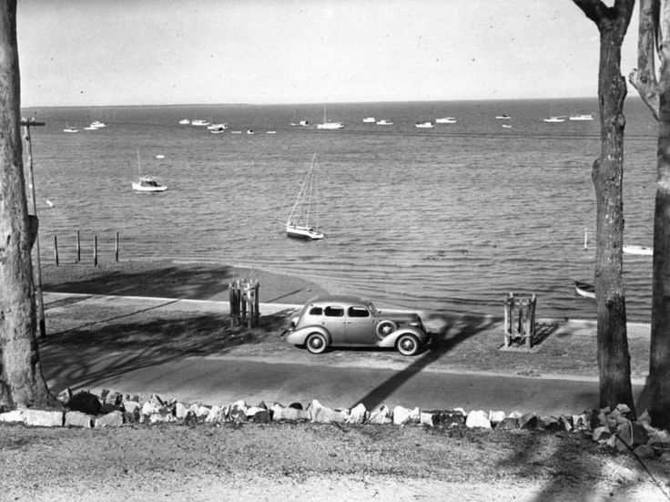 Looking over the Esplanade at Wynnum to the craft moored in MBay 1936