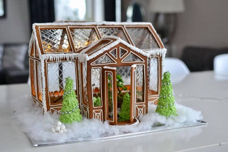 Oh my! Pepparkakshus i form av ett växthus. Jag smäller av. // Ginger bread house in the shape of a greenhouse