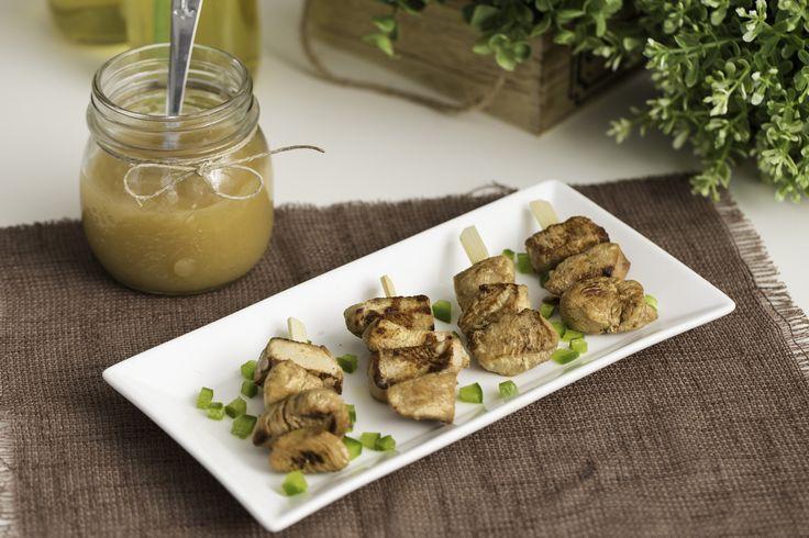 Pincho de pollo marinado con salsa dulce de manzana