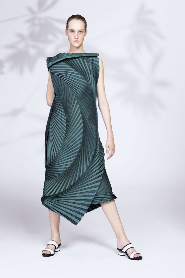 The complete Issey Miyake Resort 2016 fashion show now on Vogue Runway.