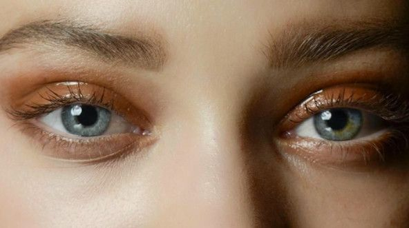 How to get the glossy eye look (spoiler: it's very hard) #glossy #eyeshadow #tutorial