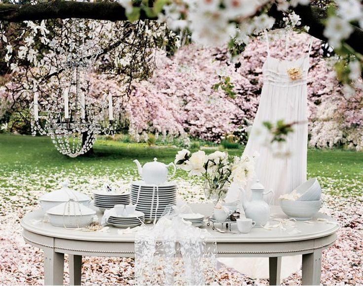 www.luxusundlifestyle.de/Royal-Copenhagen Royal Copenhagen Hochzeit White Fluted Half Lace wedding setting