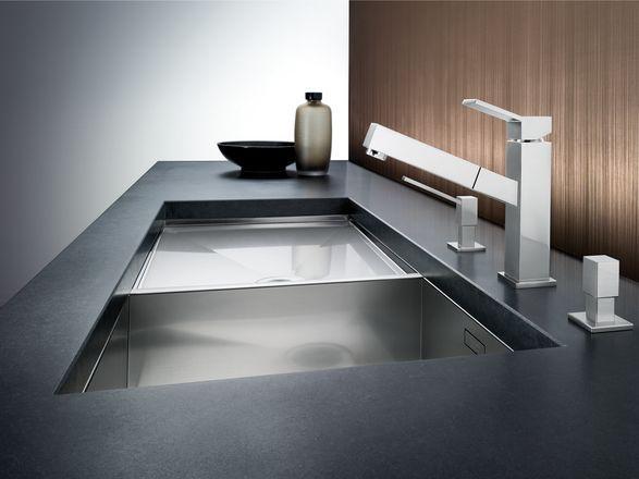 Diseño Blanco Steelart -Líneas rectas.  Diseño exclusivo Steelart, para combinar con toda la gama Steelart especialmente con Blancozerox. Acero inoxidable en brillo o brillo mate, perfecta combinación con superficies de Steelart. Con caño extraíble de alta calidad.
