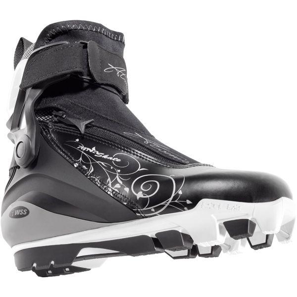 atomic aina skate w 13 // Autant performante en ski de fond qu'en ski alpin, la marque autrichienne Atomic propose un large éventail de produits nordiques : skis, chaussures, fixations, bâtons, il y en a pour tous les gouts et tous les niveaux.