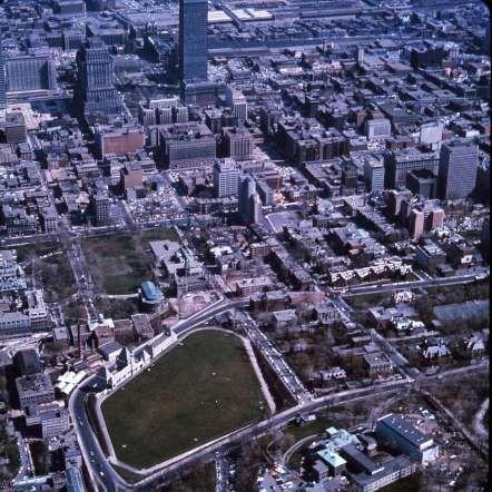 Le réservoir McTavish et le centre-ville, 1965 - Archives de la Ville de Montréal