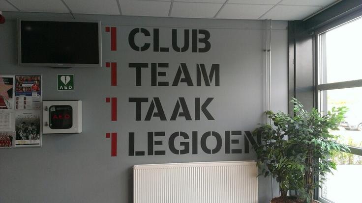 Tekst op de muur bij de sporthal  Sportclub ideeën  Pinterest