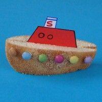 Traktatie: Stoomboot van Sinterklaas Bijna 5 december en jarig? Wil je een traktatie in Sintsfeer maar geen sintsnoepgoed? Maak stoomboten met eierkoeken en smarties!