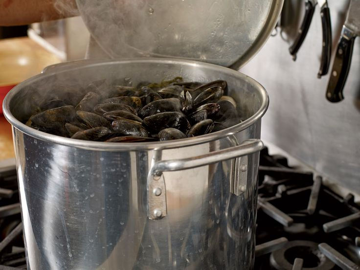 Stovetop Clambake | Clams, The o'jays and Magazines