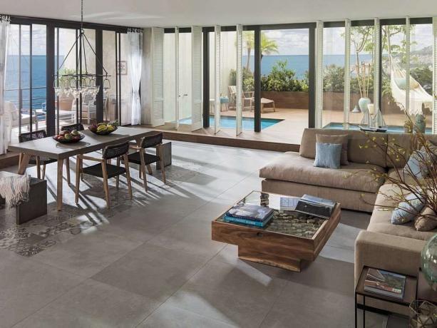 Jasny salon podłoga z płytek płytki imitujące beton