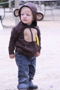 DIY Monkey hoodie - love the little banana! You have to make this for Ben @alex Lann  @Jennifer hooper