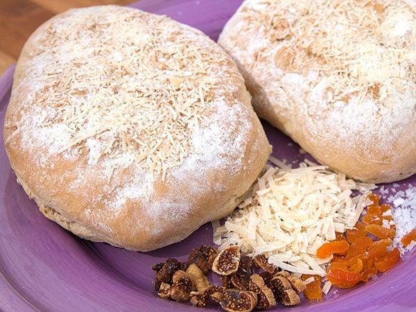 Bröd fyllt med torkade aprikoser och fikon. Gratineras i sluten med parmesan.