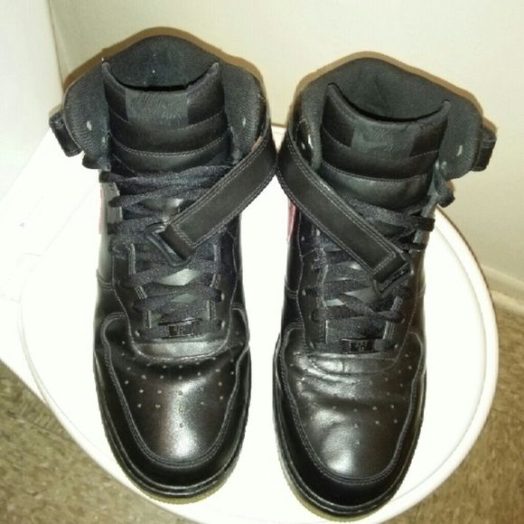 NIKE AIR FORCE 1-82 MENS SHOES SIZE 13 MENS NIKE AIR FORCE 1-82 SHOES SIZE 13 BLACK AND RED WITH GUM BOTTOM STILL IN GOOD CONDITION NIKE Shoes Sneakers