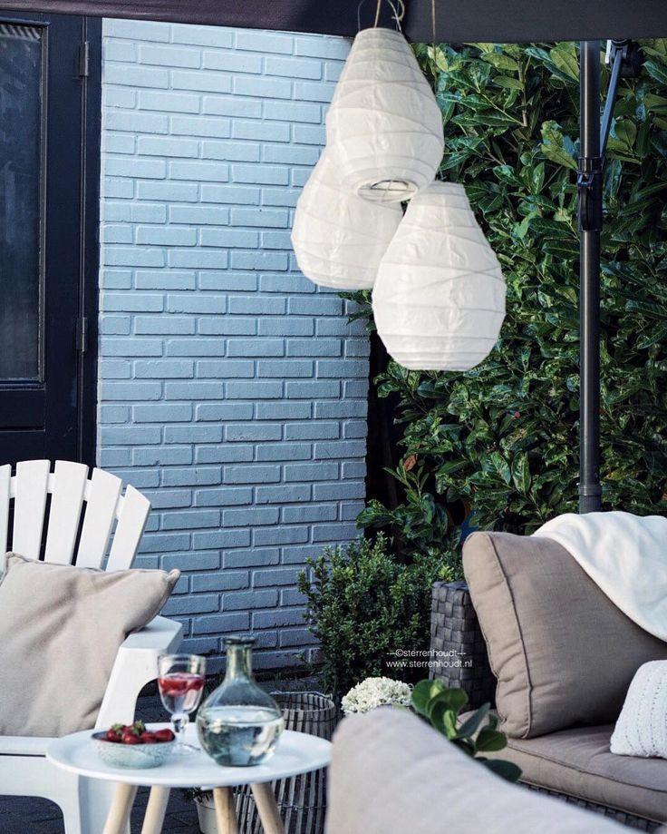 SUMMER EVENING  ... Heerlijk nu het buiten iets afkoelt! - de populaire witte lantaarns van @housedoctordk shop je al vanaf 495! - Fijne avond CHEERS
